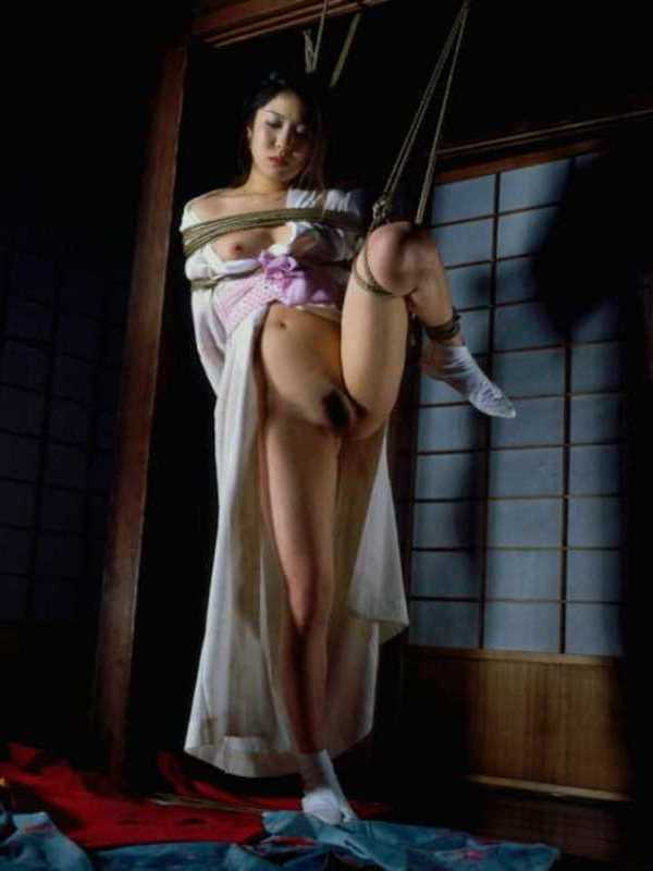 着物や浴衣の緊縛エロ画像 79