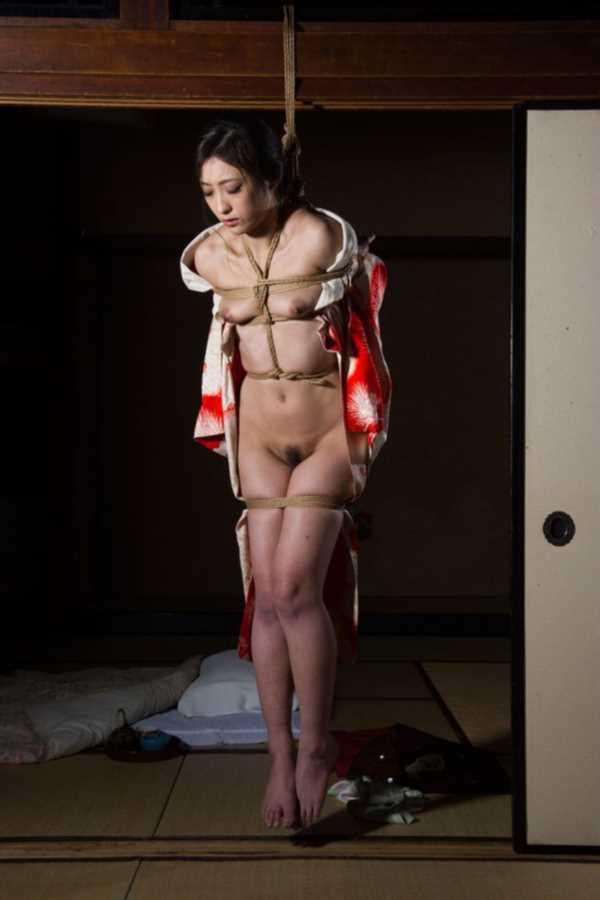 着物や浴衣の緊縛エロ画像 82