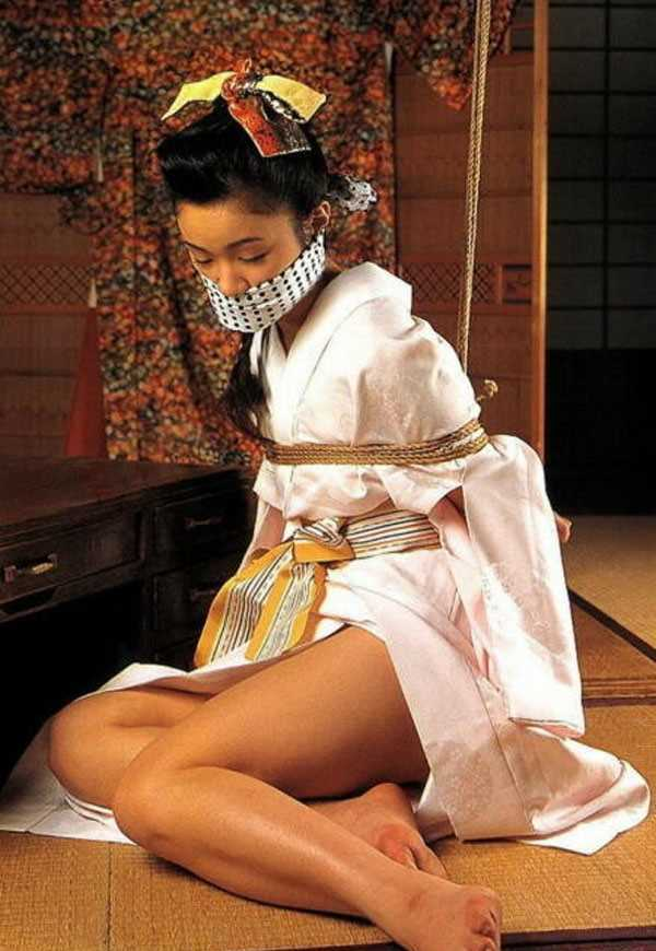 着物や浴衣の緊縛エロ画像 87