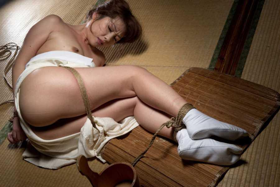 着物や浴衣の緊縛エロ画像 94