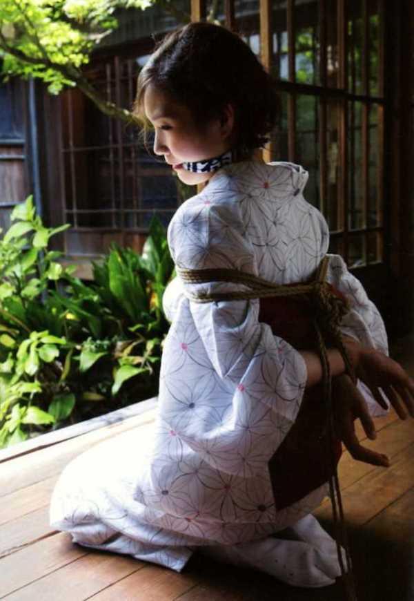 着物や浴衣の緊縛エロ画像 96