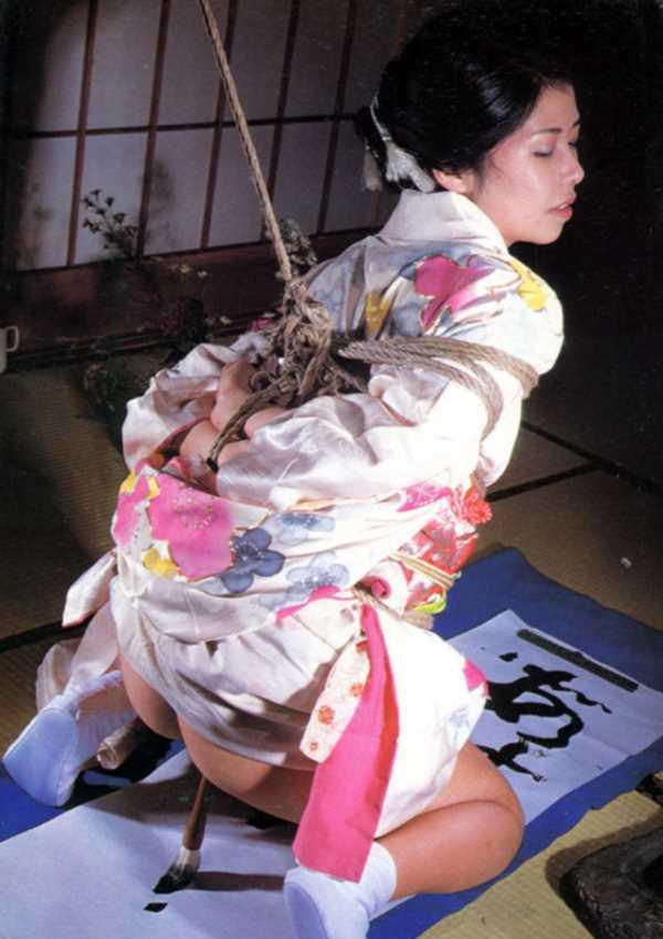 着物や浴衣の緊縛エロ画像 104