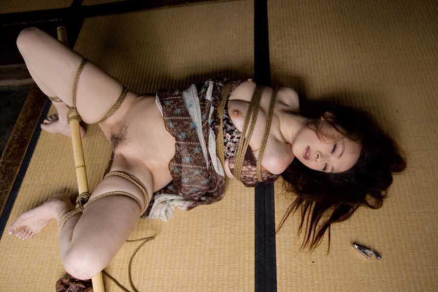 着物や浴衣の緊縛エロ画像 117