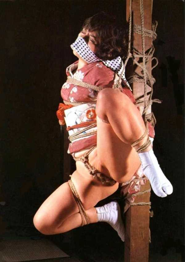 着物や浴衣の緊縛エロ画像 119