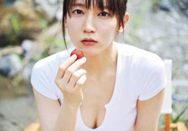 吉岡里帆の最新ビキニおっぱいエロ画像 2