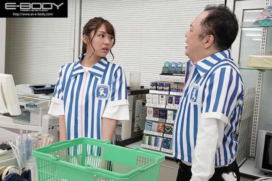 女子大生バイトのコンビニ店内セックス画像 2
