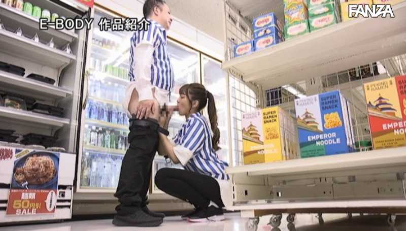女子大生バイトのコンビニ店内セックス画像 32