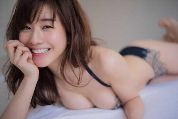 田中みな実という脱ぎたがり熟女のエロ画像 2