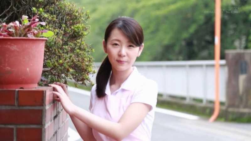 人妻介護士 坂井千晴 エロ画像 38