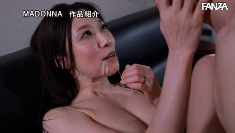 人妻清掃員の社内不倫セックス画像 74