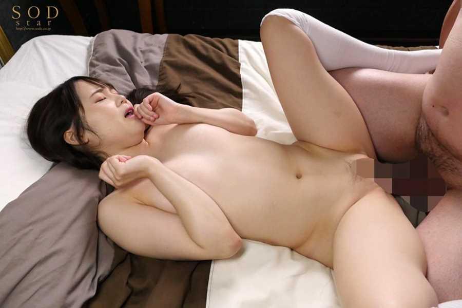 小柄な美少女の巨根セックス画像 4