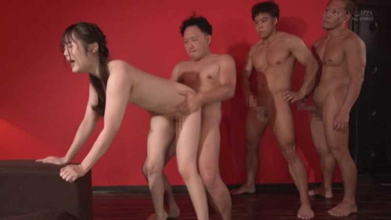 小柄な美少女の巨根セックス画像 46