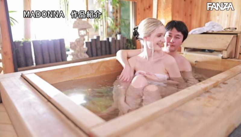ブロンド美人妻 リリー・ハート エロ画像 17