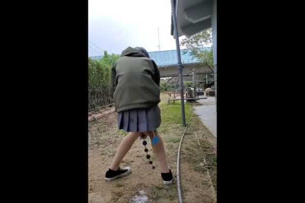 アナルビーズ狂いの変態JKエロ画像 2