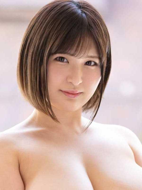 笑顔のIカップ店員 芹奈りく エロ画像 1