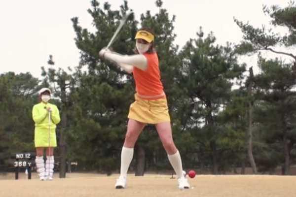 ゴルフスイング パンチラ エロ画像 1