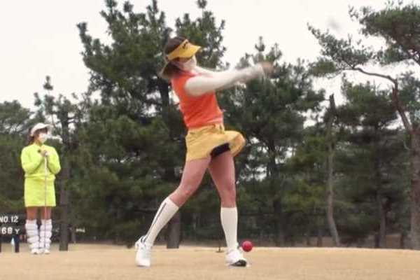 ゴルフスイング パンチラ エロ画像 2