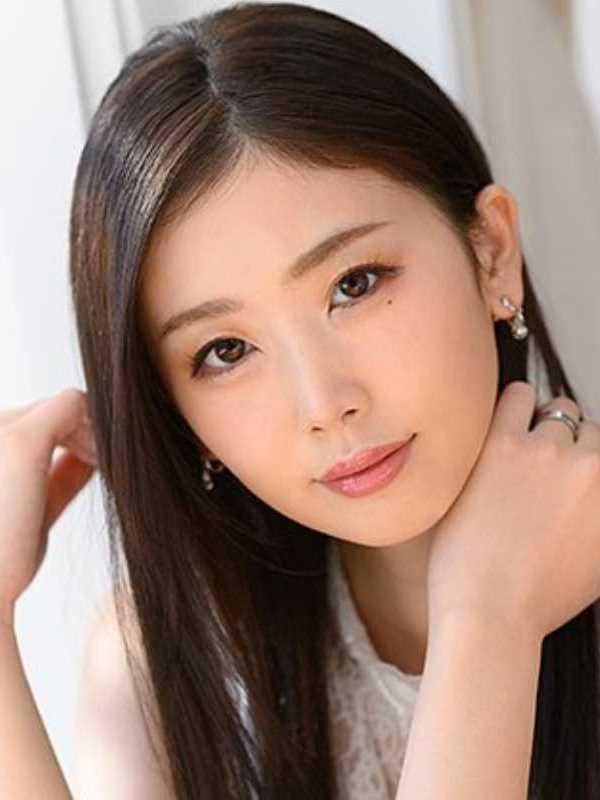 小顔美人妻 小松杏 エロ画像 1