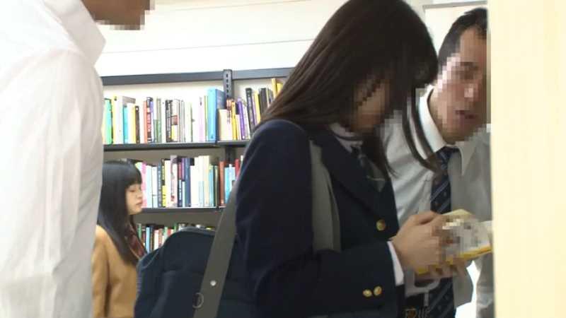 膣奥メッタ突きの図書館レイプ画像 54
