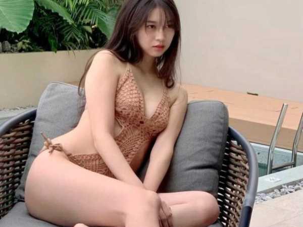 牧野真莉愛の胸と股間もモッコリな水着姿のエロ画像 1