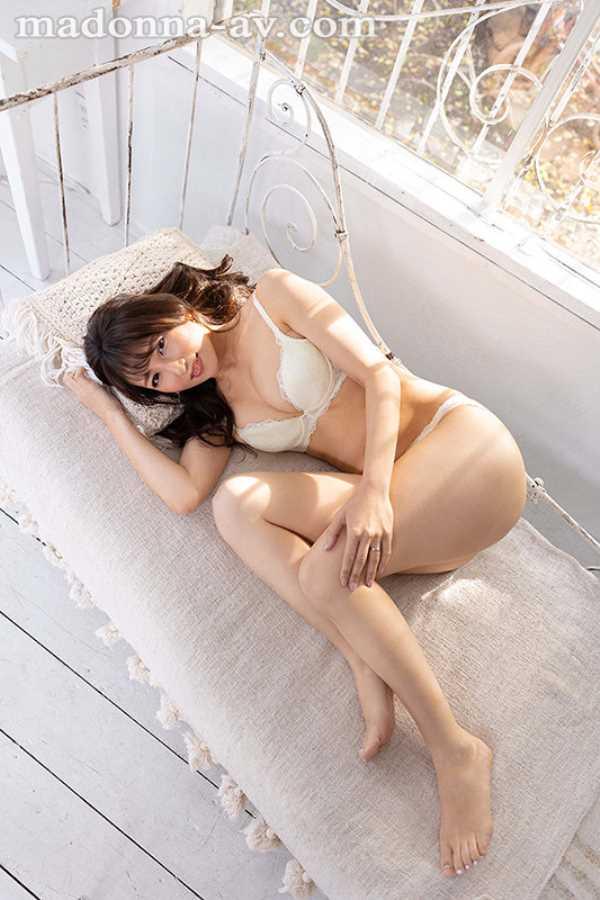 元CAの美人奥様 坂井希 エロ画像 11