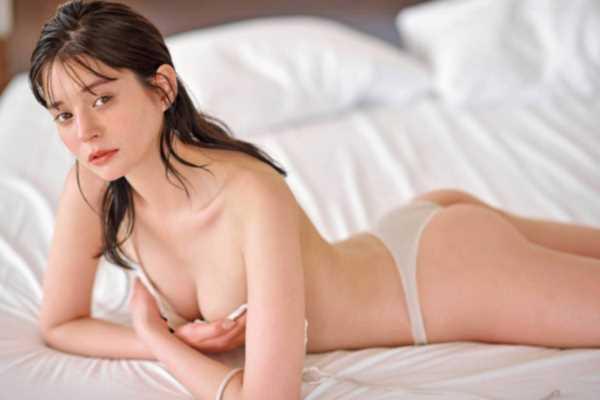 瑛茉ジャスミンお尻丸出しセミヌードのエロ画像 2