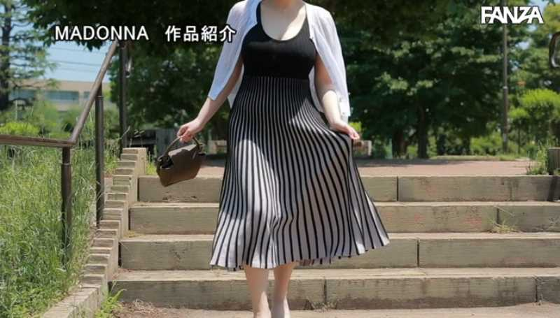 美爆乳の人妻 小笠原るい エロ画像 22