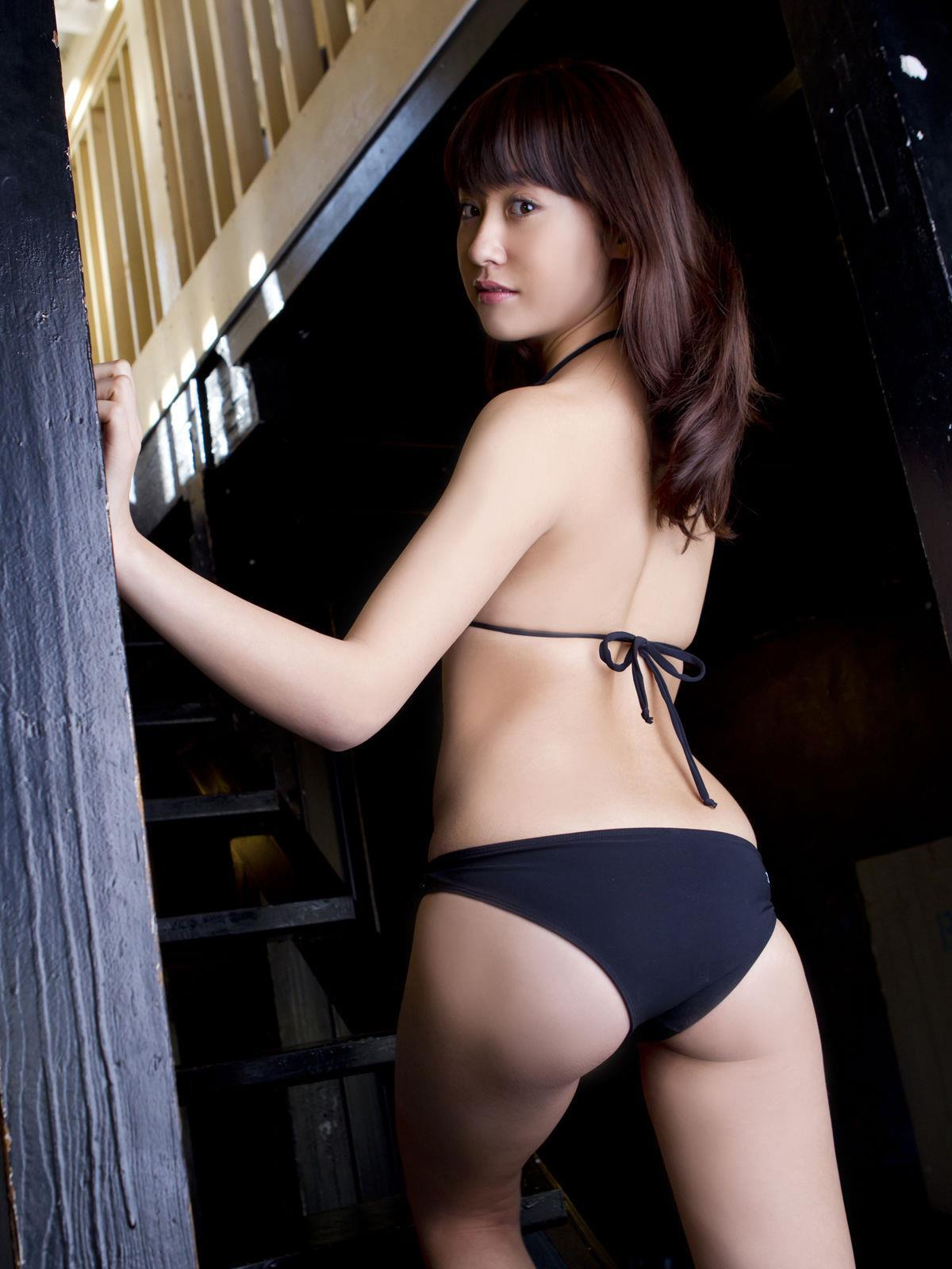 衛藤美彩 過激水着のグラビア画像 4