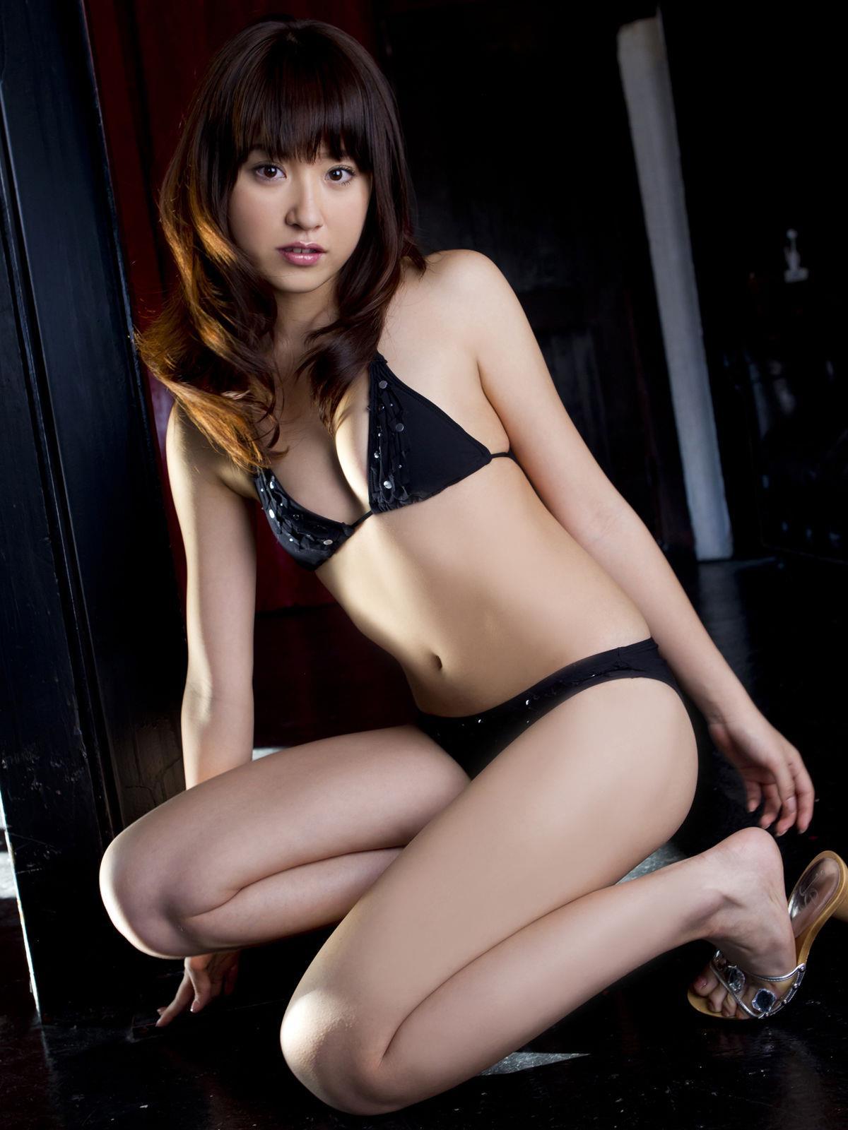 衛藤美彩 過激水着のグラビア画像 9