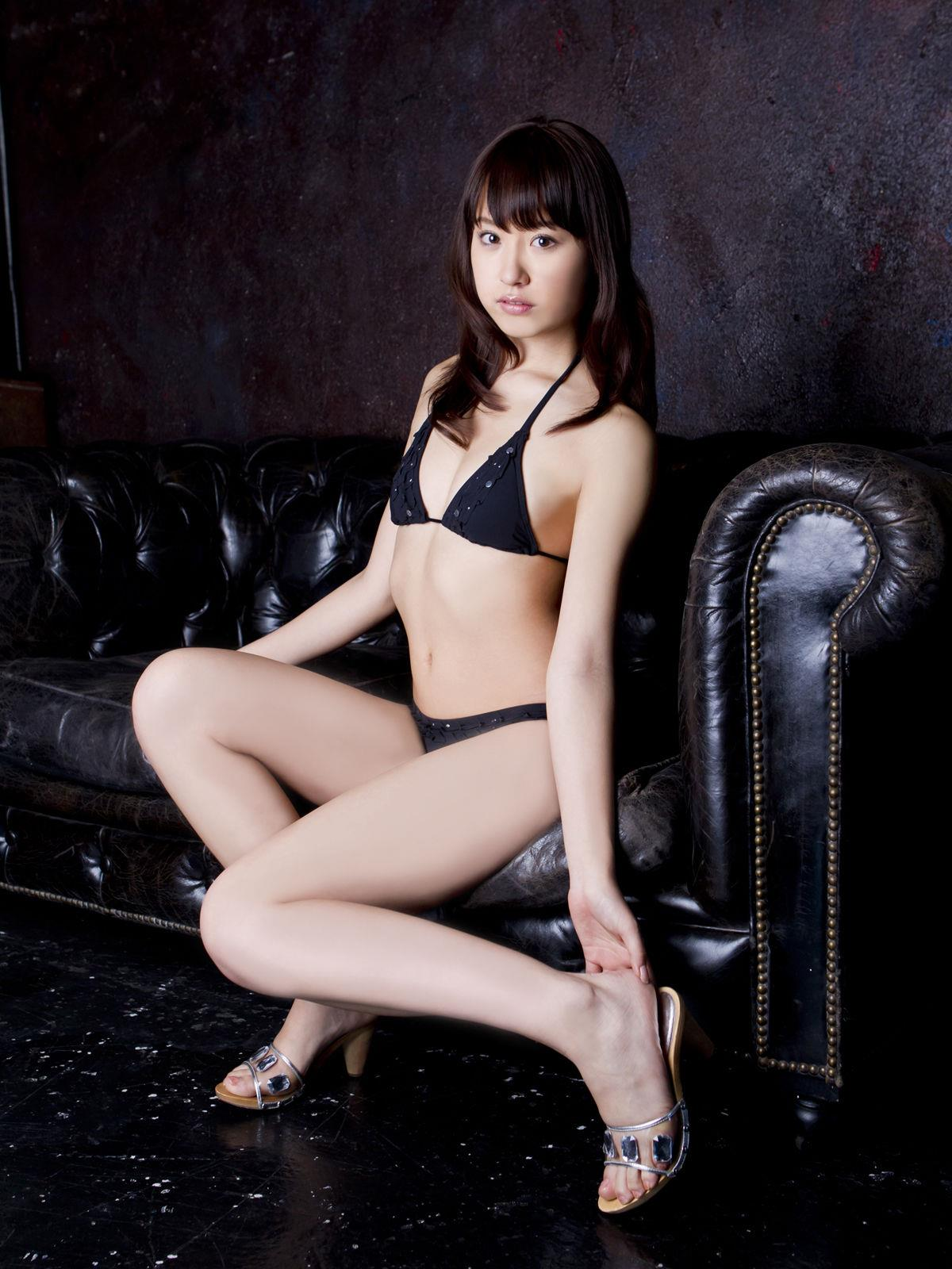 衛藤美彩 過激水着のグラビア画像 16