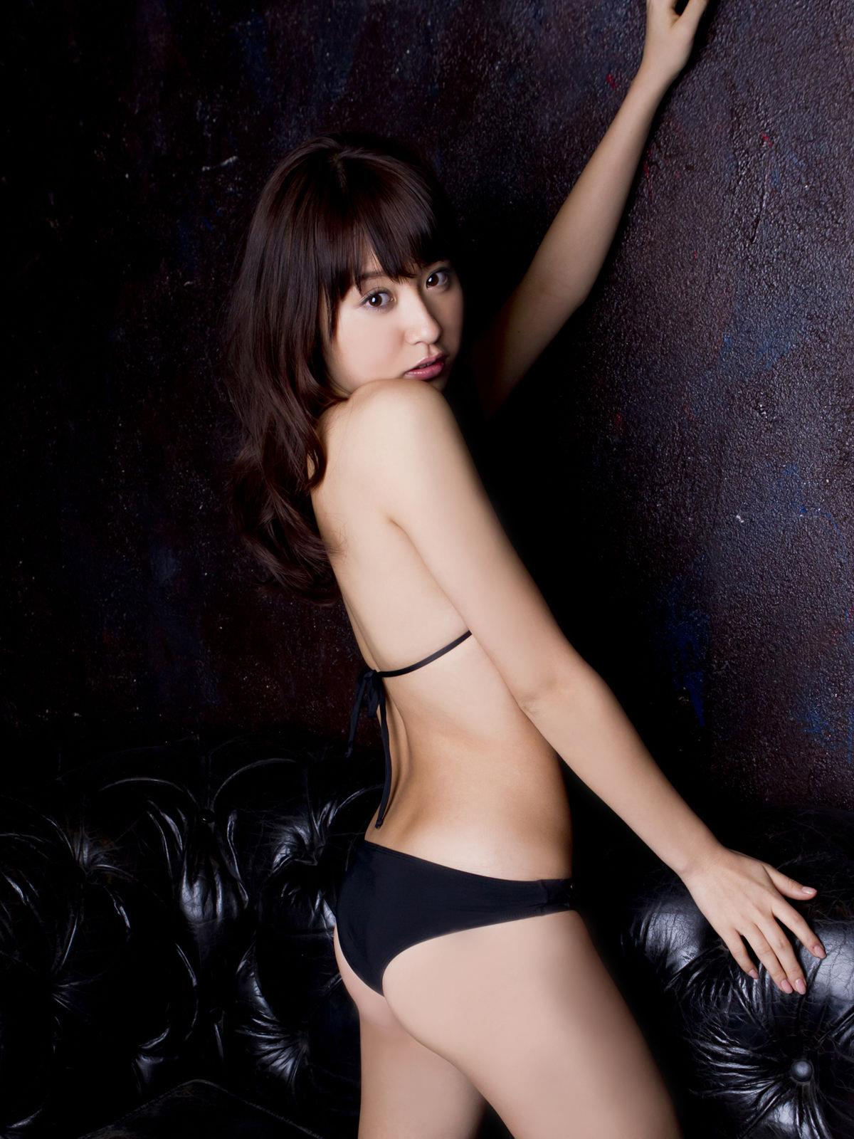 衛藤美彩 過激水着のグラビア画像 17