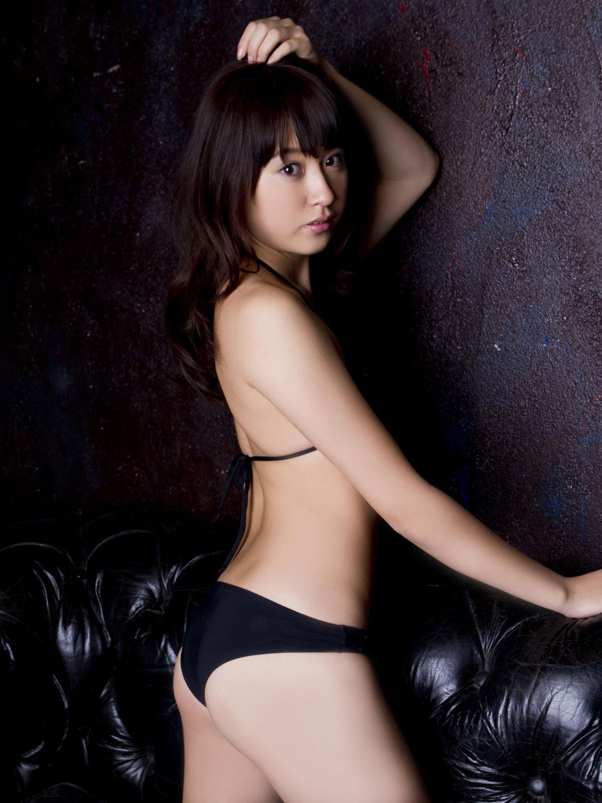 衛藤美彩 過激水着のグラビア画像 18