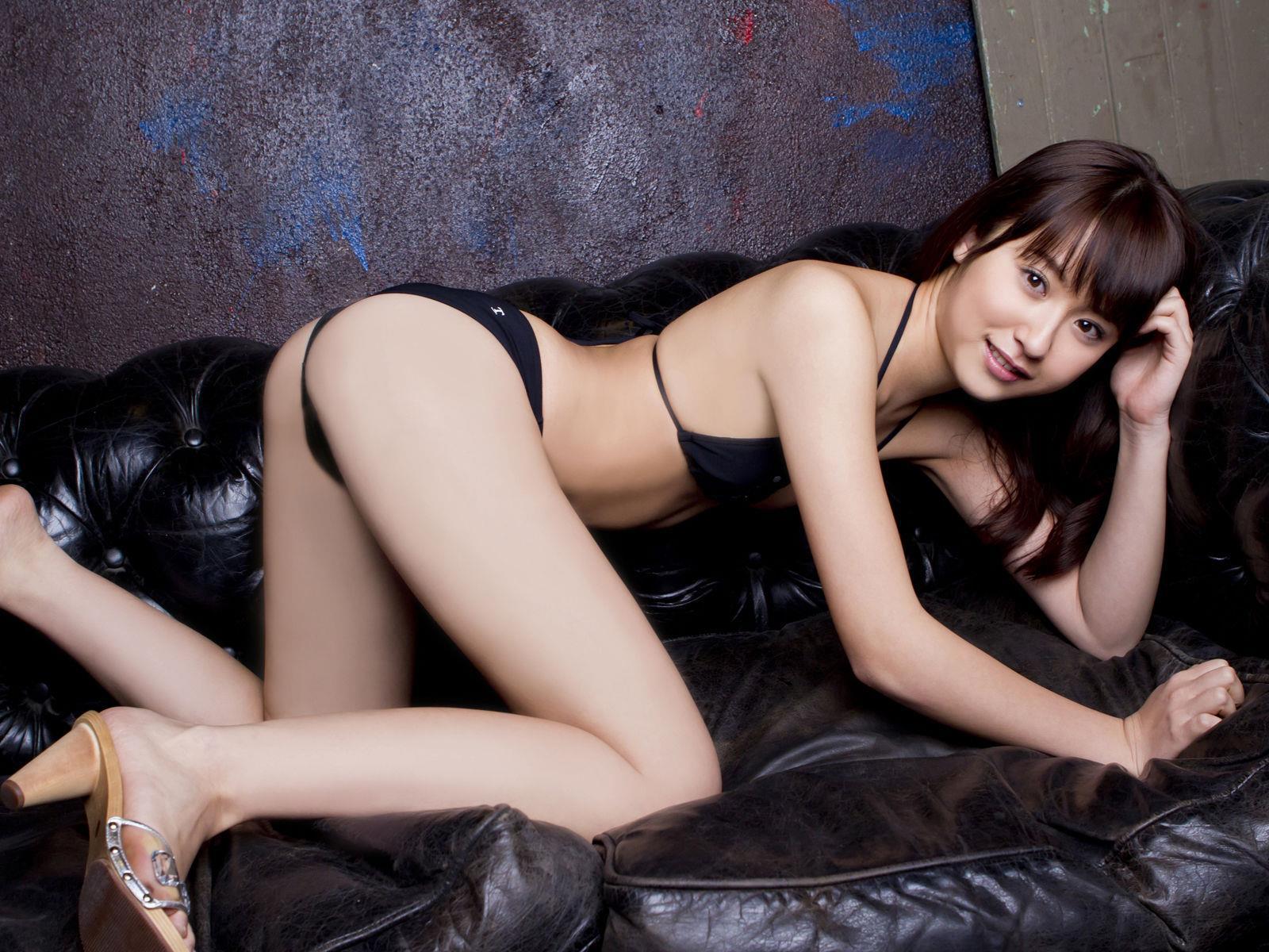 衛藤美彩 過激水着のグラビア画像 23