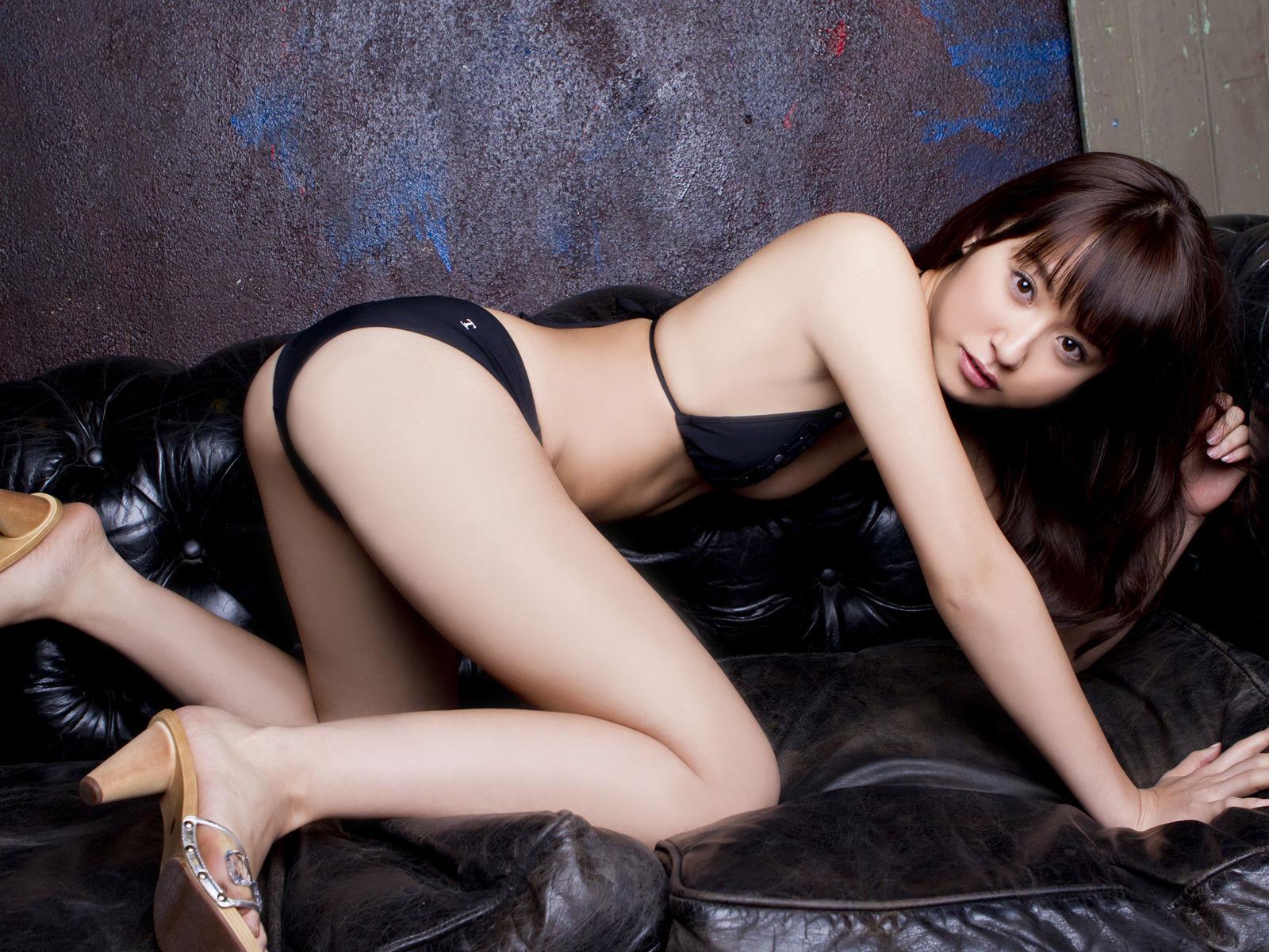 衛藤美彩 過激水着のグラビア画像 24