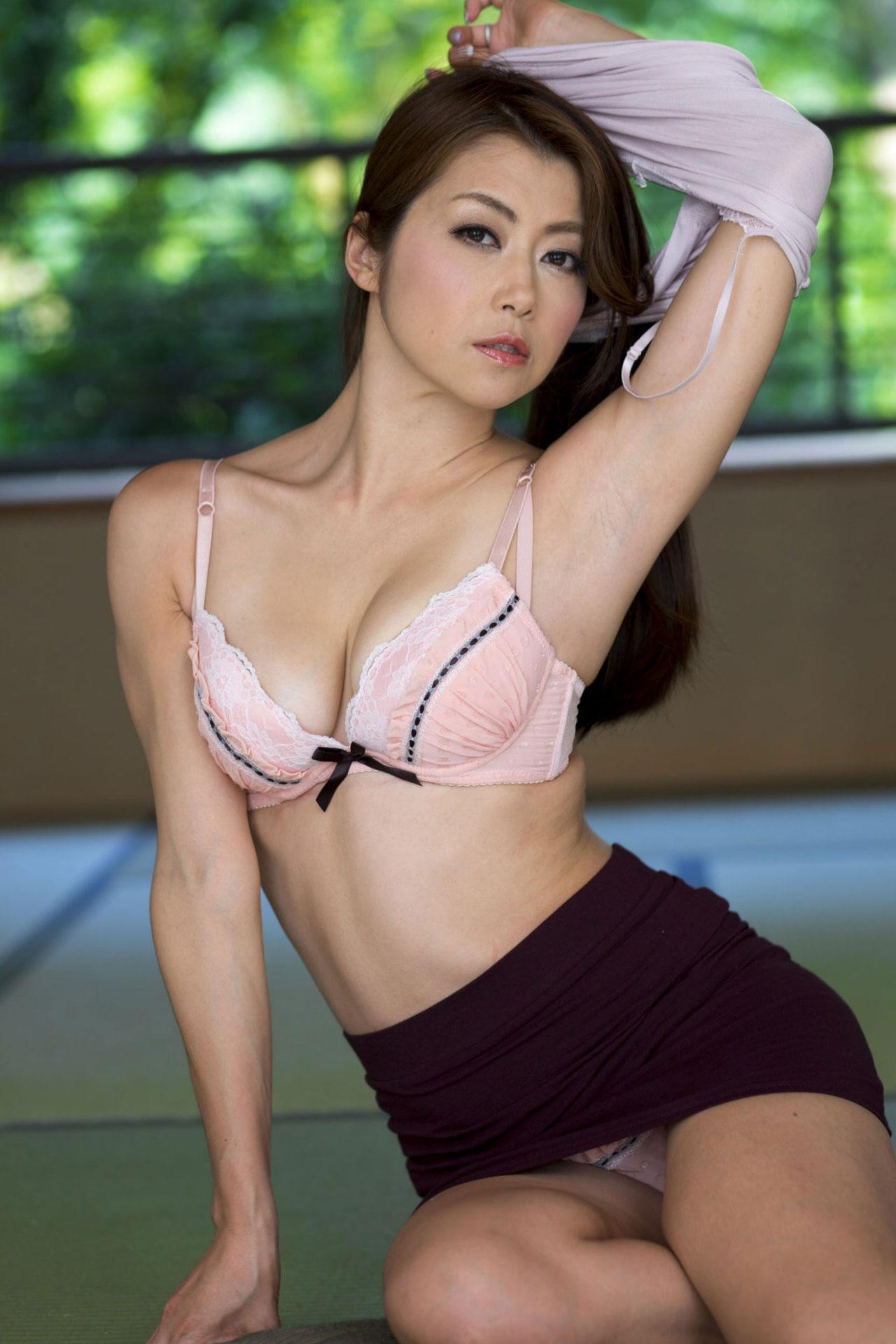 北条麻妃 人妻っぽい美熟女AV女優 エロ画像 157枚