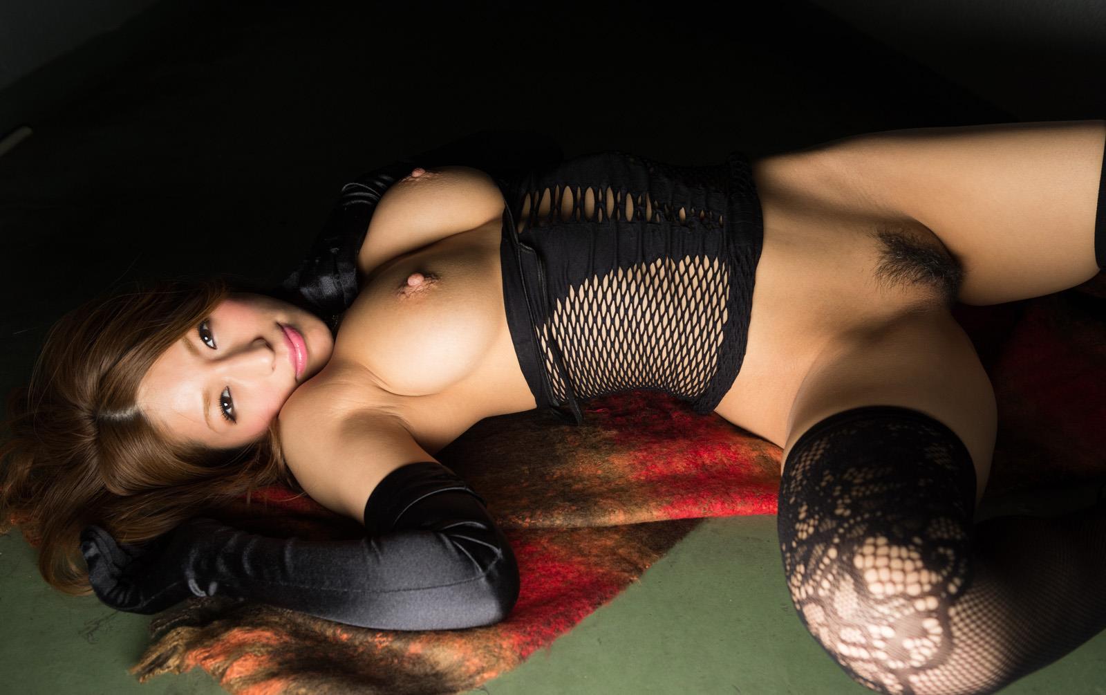 星野ナミ しっとり美巨乳を曝す昭和チックなポルノ画像