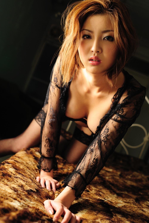 麻生香月 おっぱいが柔かくてデカいAV女優 エロ画像105枚