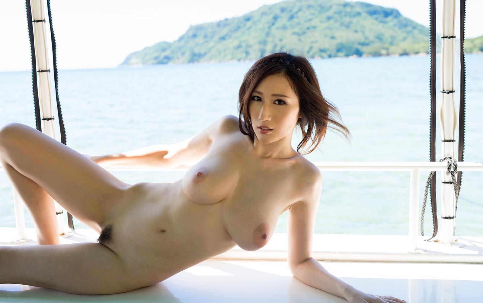 AV女優JULIAの乳輪大きい垂れ乳ヌード画像