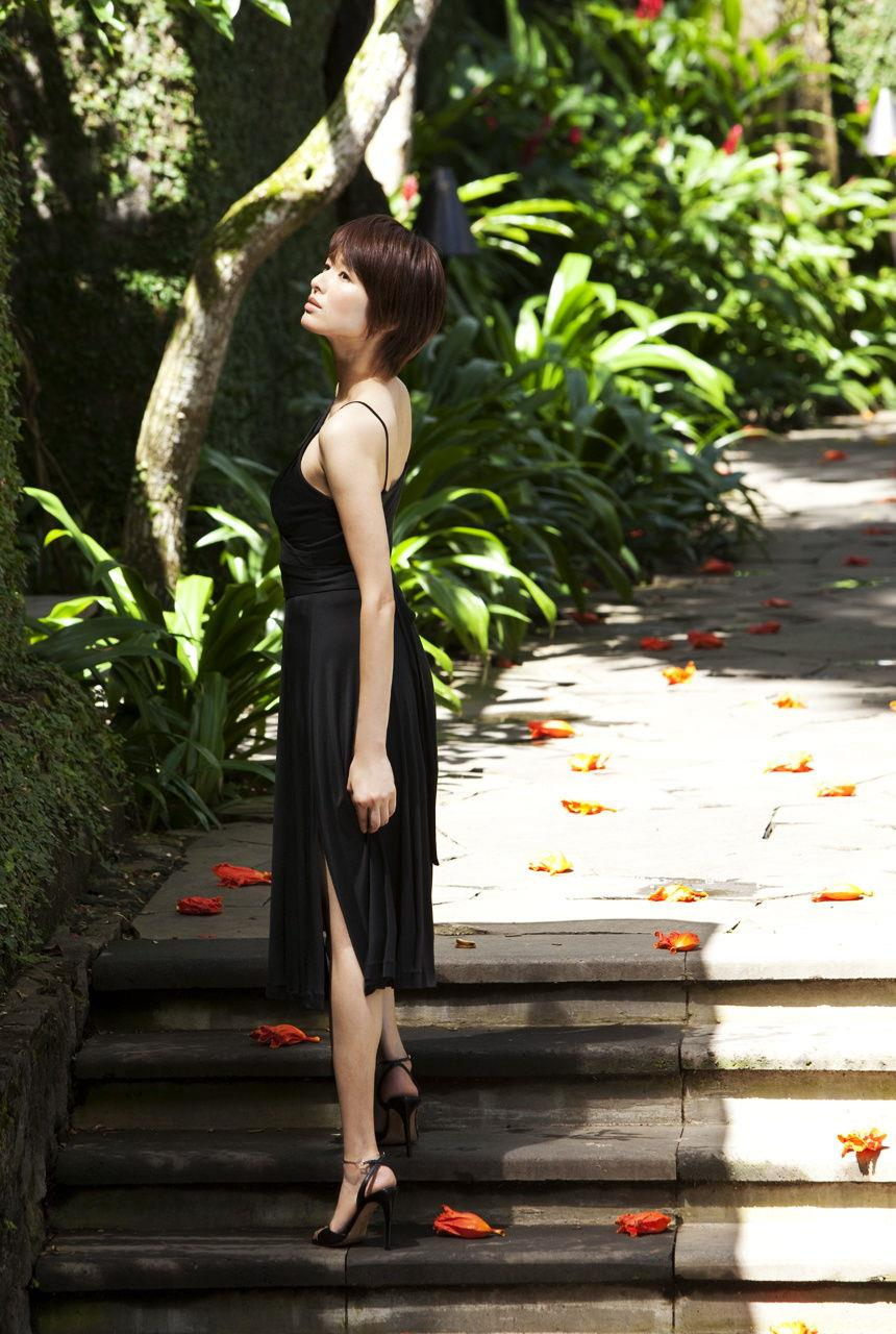 吉瀬美智子の黒い衣装