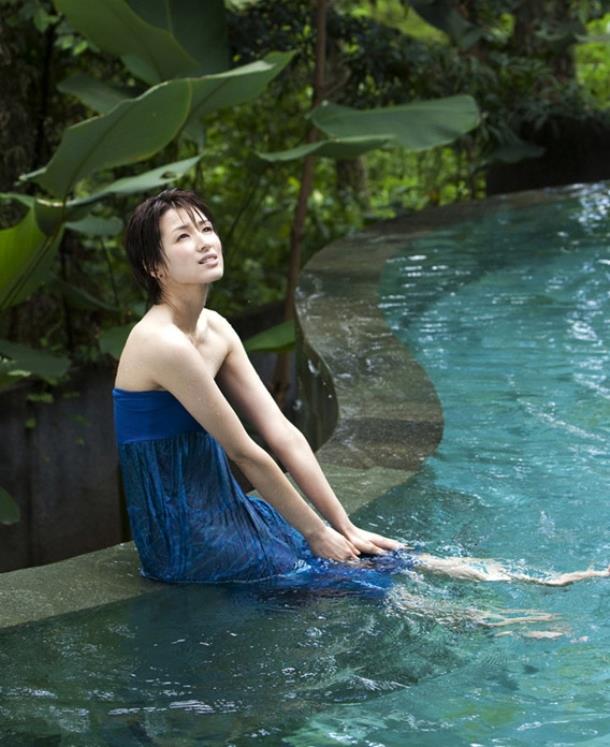 吉瀬美智子のブルーの衣装
