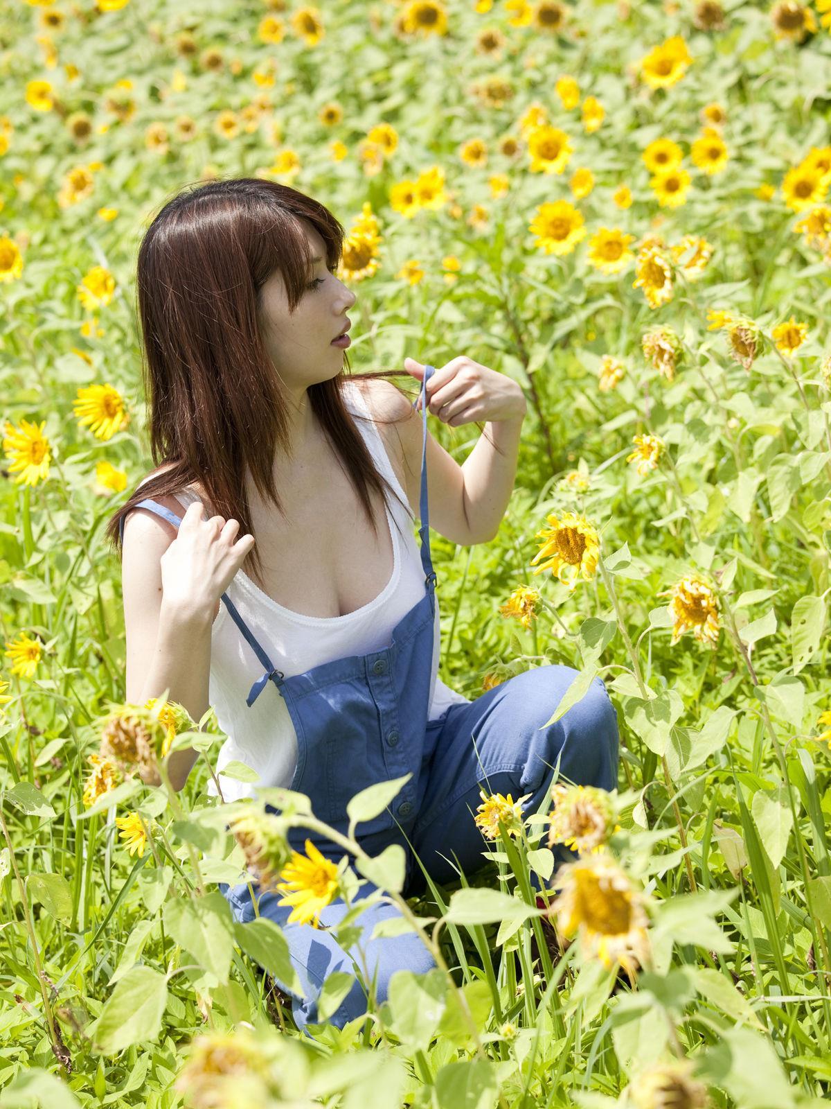小林恵美 セミヌード画像 4