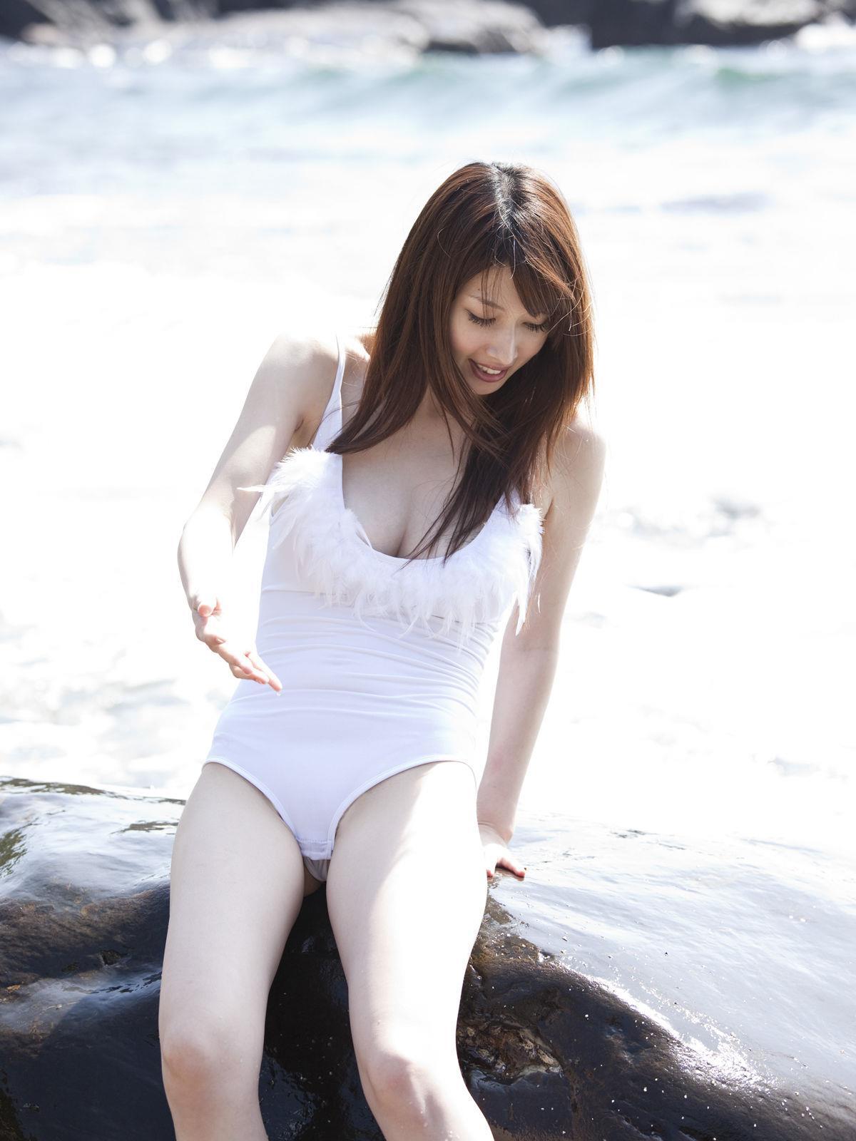 小林恵美 セミヌード画像 10