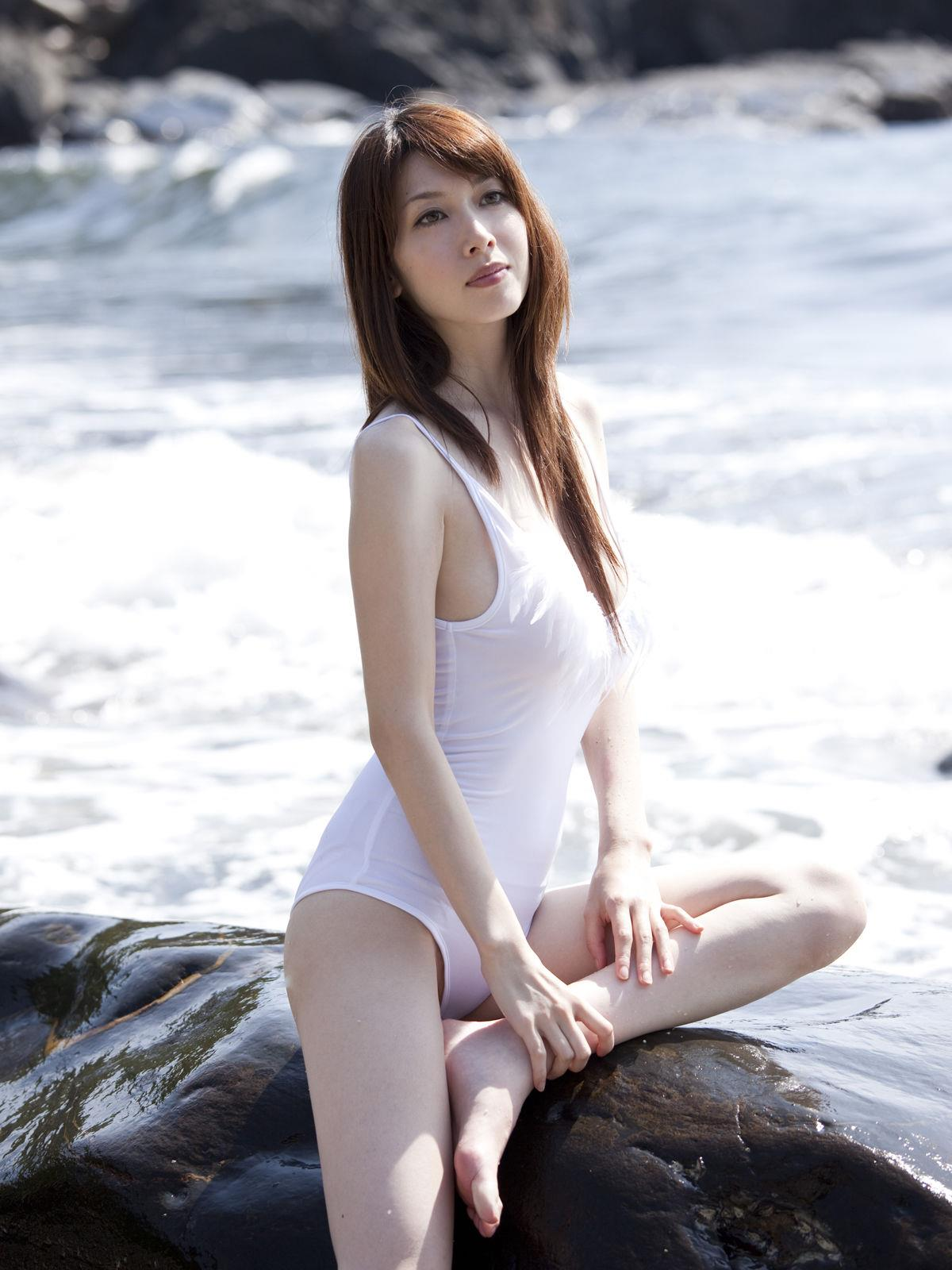 小林恵美 セミヌード画像 12