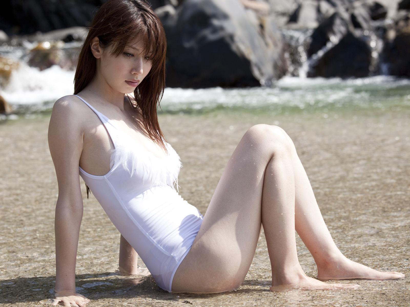小林恵美 セミヌード画像 13