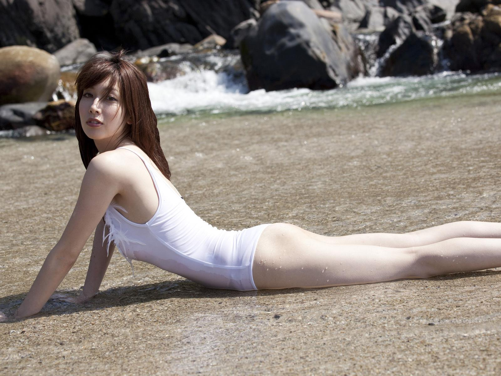 小林恵美 セミヌード画像 15