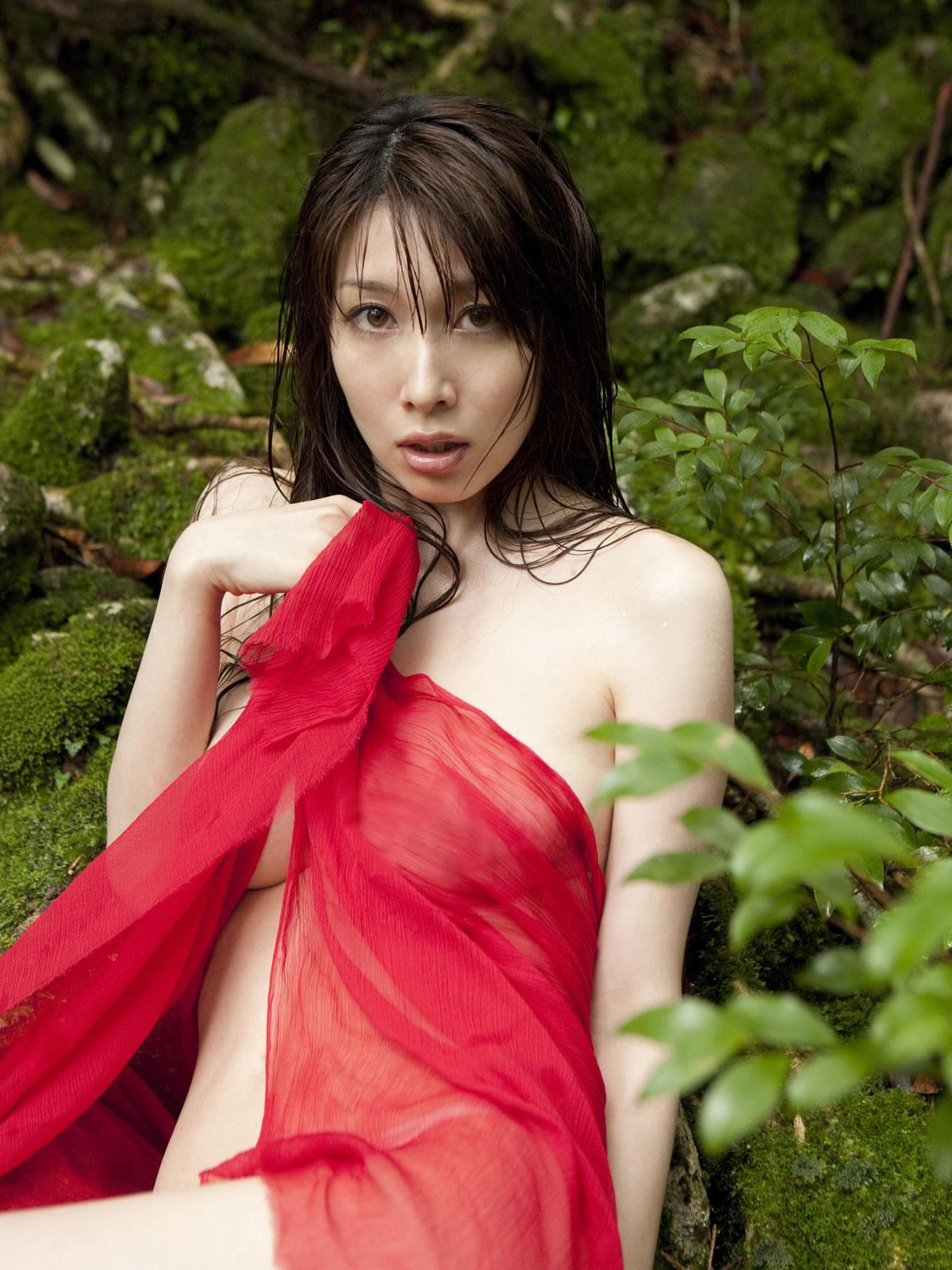 小林恵美 セミヌード画像 17