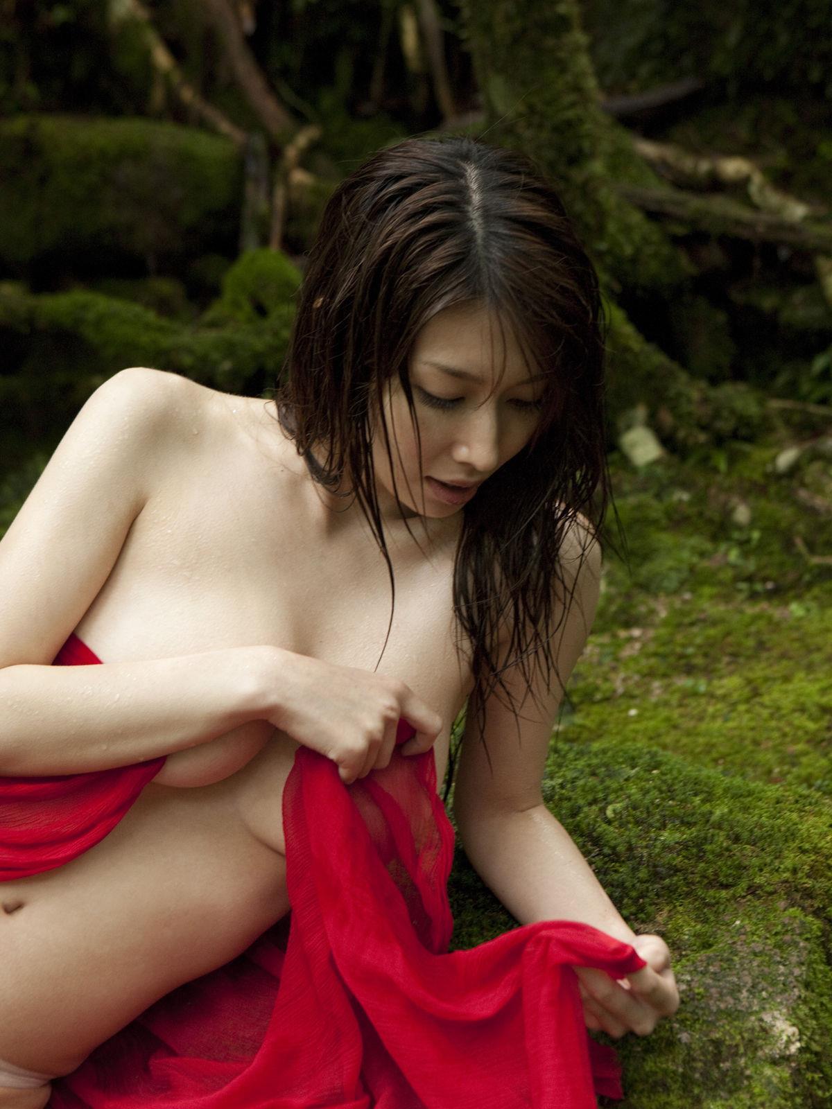 小林恵美 セミヌード画像 19