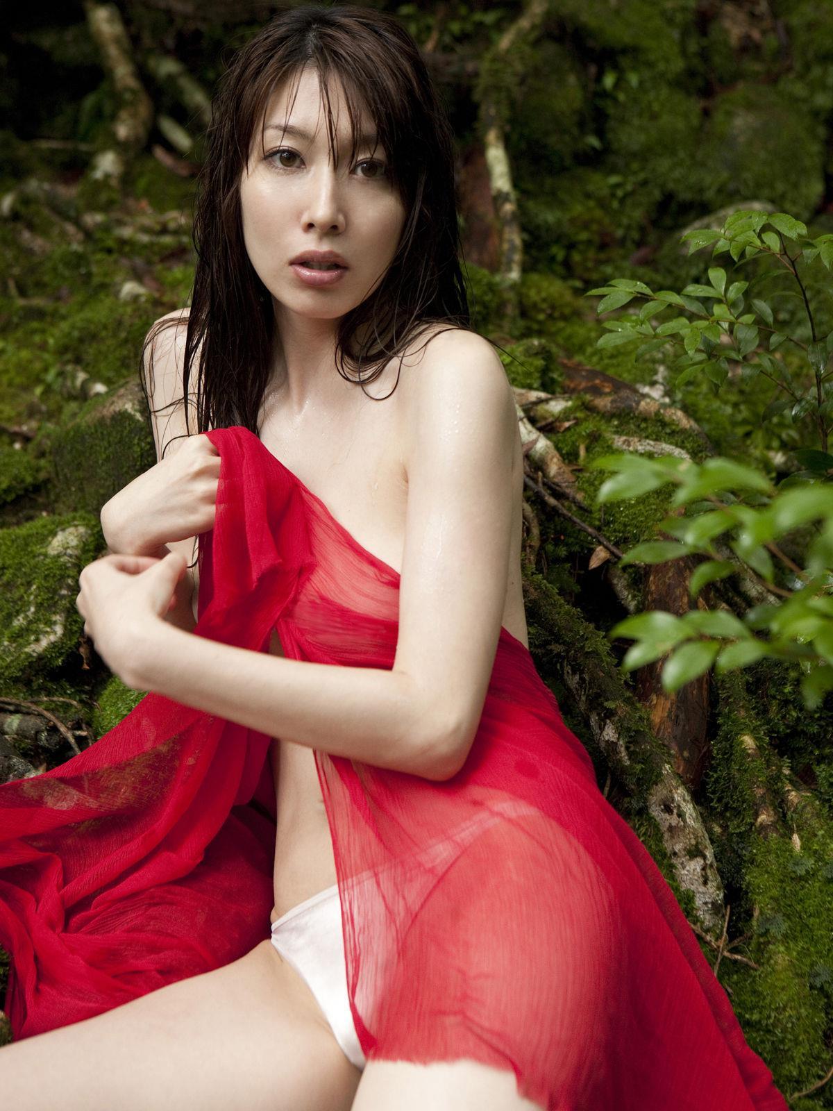 小林恵美 セミヌード画像 20