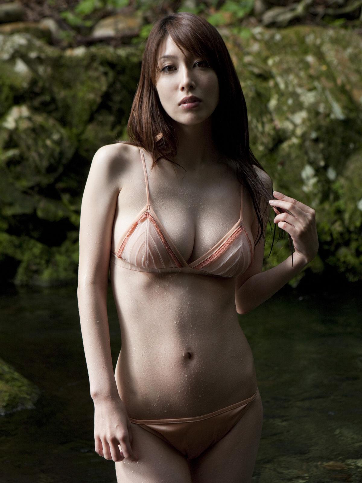小林恵美 セミヌード画像 30