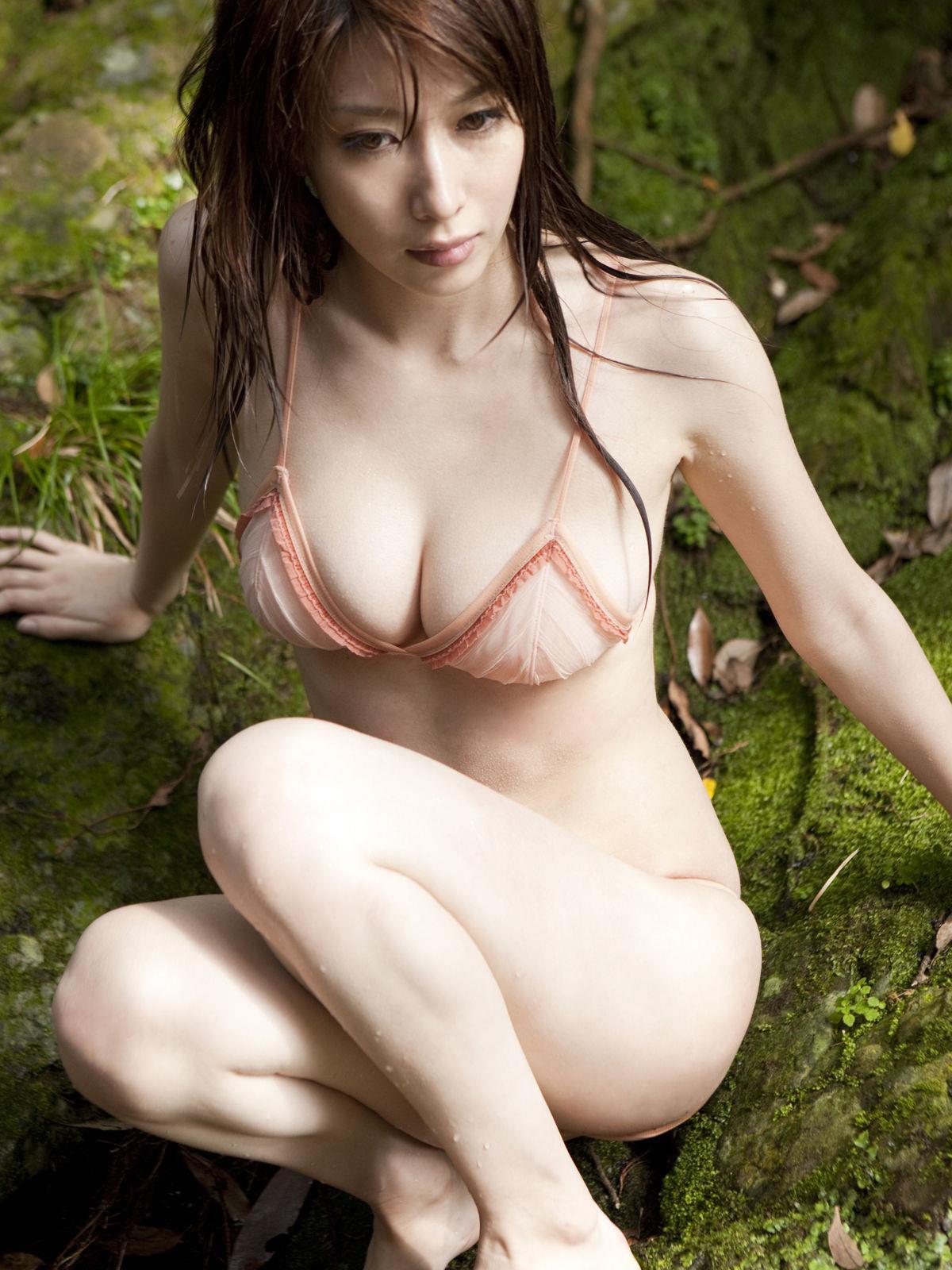 小林恵美 セミヌード画像 33